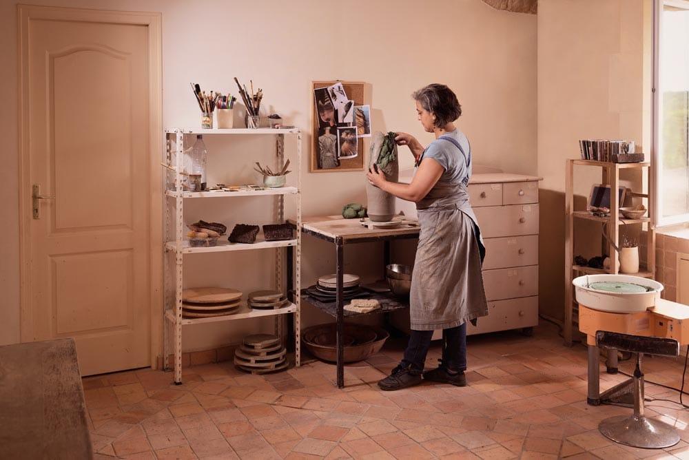 Claire Fréchet dans son atelier