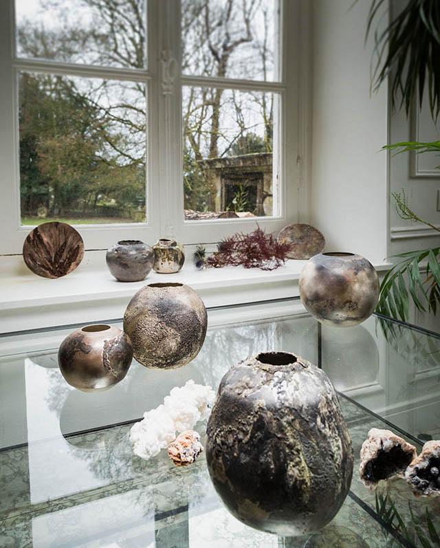 Exposition de vases Fréchet en céramique