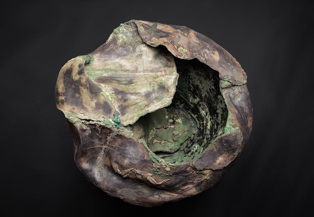 Sculputre en faïence Fréchet vue du dessus, aspect de bois fossilisé