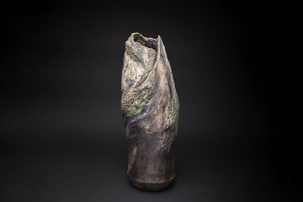 Vase en faïence Fréchet patinée et érodée, aspect végétal