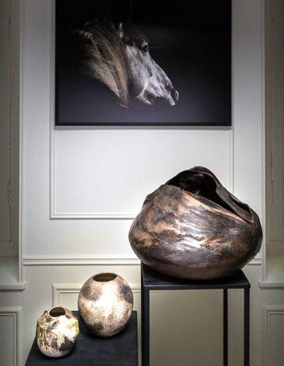 Trois sculpture Claire fréchet exposé dans un appartement privé